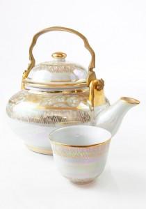 Bemalte Porzellan Teekanne