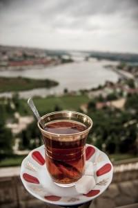 Georgischer Tee aus dem Glas